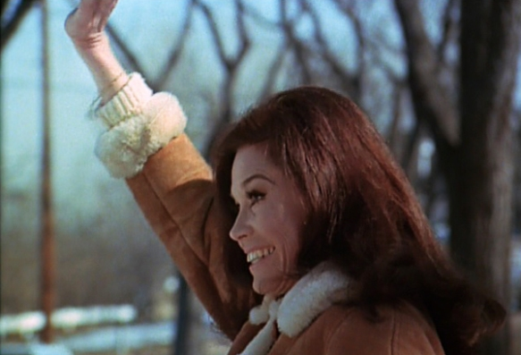 mary-tyler-moore-show-season-3-opening-credits-mary-waving-review-episode-guide